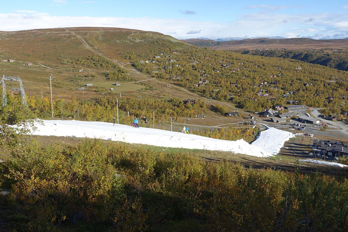 winter-skiing-in-summer-using-diffrent-metodes-of-protection-and-preparation-methodes-compressor